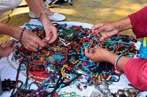 Zeit für Schmuck aus Tibet zu kaufen - wanderauzeit in Nepal