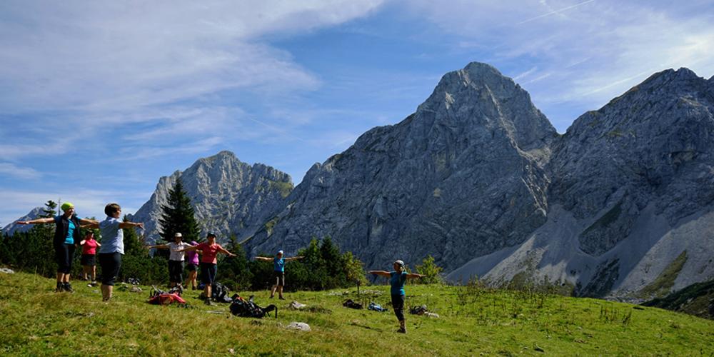 Wanderurlaub mit Wander-Yoga unterwegs bei wanderauszeit